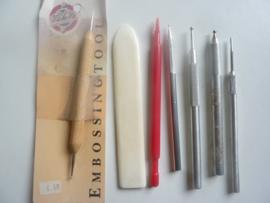0003044 - OPRUIMING 5 stuks diverse embossing pennen met voubeen en vormer