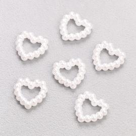 6290 523- 25 stuks parelmoer hartjes decoratie wit van 1cm