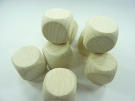 KN218483183- 8 stuks houten dobbelstenen van 18mm - perfect afgewerkt!
