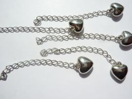 CH.075- 5 stuks verlengkettinkjes van 7cm lang met hartje aan het eind - staalkleur