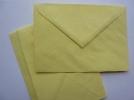 8134- 10 x enveloppen standaard formaat C6 16x11.5cm geel