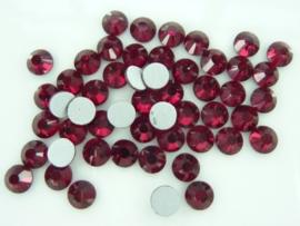 000647- ruim 50 kristalsteentjes SS30 6.4mm siam rood - SUPERLAGE PRIJS!