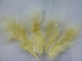 2543830- ca. 18 tot 21 stuks maraboe veertjes van 8 tot 14cm lang lichtgeel