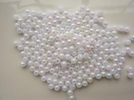 117474/0028- ruim 200 stuks kunststof parels van 4mm wit AB coating OPRUIMING