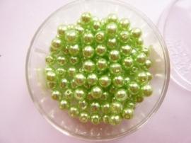 100 x ronde glasparels in een doosje 4mm lichtgroen  -  2219 544