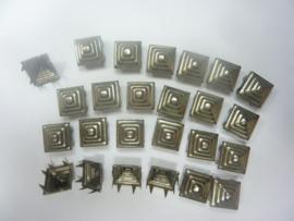OPRUIMING - 25 stuks STUDS 13 x 13 mm.