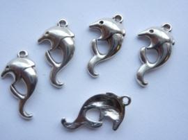 CH.25Y- 5 stuks metalen hangers/bedels dolfijn 26x15mm
