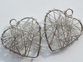 002365/0148- draadomwonden hanger in hartvorm 30x34mm staalkleur