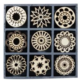 1852 1110- box met 45 stuks houten ornamentjes fantasie cirkels 10.5x10.5cm