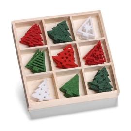 8001 221- 45 stuks vilten kerstboompjes van ca. 3cm in houten doosje