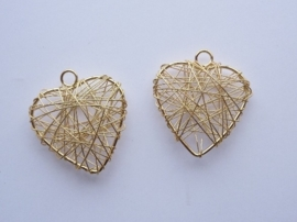 002365/0158- draadomwonden hanger in hartvorm 30x34mm goudkleur