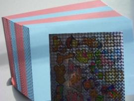 700/2010- 25 x A5 karton roze en blauw + holografische stickers