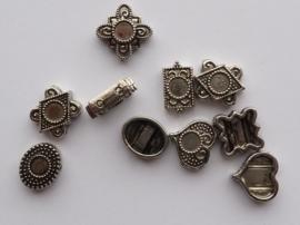 00175- 10 stuks zwaar metalen kralen om steentjes in te plakken voor 2 rijen draad OPRUIMING