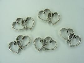 CH.029- 5 stuks grote harten ornamenten 30x25mm