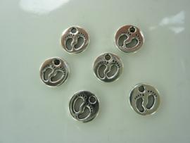 NA.18- 6 stuks bedels babyvoetjes 11mm zilver