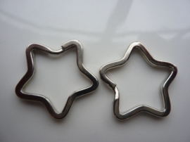 CH.045.2- 2 stuks sleutelringen stervorm 32x32mm staal kleur - stevige zware kwaliteit