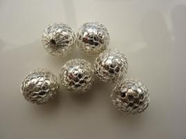 8814- 6 stuks handgemaakte acrylkralen omwonden met metalen netje 12mm zilverkleur PL535