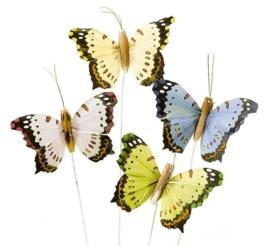 8030 871- 24 stuks veren vlinders van 7.5x4.5cm in 4 kleuren op ijzerdraad