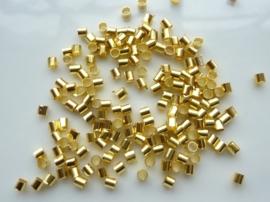 "ca. 200 stuks grote ""tube"" knijpkralen van 3mm lang en 2mm breed goudkleur"
