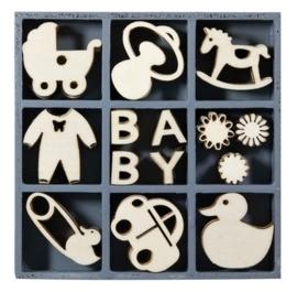 1852 1107- box met 45 stuks houten ornamentjes baby 10.5x10.5cm