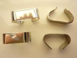 000136- 4 stuks koordbeugels van 9x29mm zilverkleur OPRUIMING