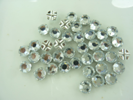 000538- 40 stuks kunststof rijgstrass / naaistrass 7mm crystal