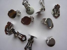 CH.166- 10 stuks platte oorclips van 12mm staalkleur