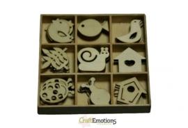 CE811500/0203- 45 stuks houten ornamentjes in een doosje tuin nr.2 10.5x10.5cm