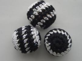 076- gehaakte kraal 21mm zwart/wit OPRUIMING