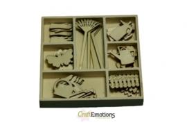 CE811500/0209- 35 stuks houten ornamentjes in een doosje tuin 10.5x10.5cm