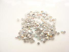 000620- ca 250 kristalsteentjes SS8 2.5mm crystal AB - SUPERLAGE PRIJS!
