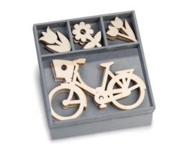 1852 1030- box met 20 stuks houten ornamentjes fiets en bloemen 10.5x10.5cm