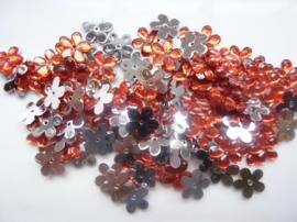 008022/0043- 120 stuks kunststof strass/spiegel bloemetjes van 12mm met gaatje rood