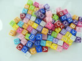 000116- ca. 100 stuks letterkralen om hangers te maken ABC 6x6mm