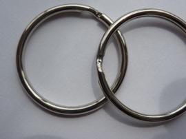 CH.003.P2- 2 stuks grote sleutelringen van 35mm staalkleur - SUPERLAGE PRIJS