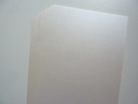 002006- 10 vellen parelmoer karton met embossing A4 ivoor parelmoer