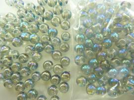 546 - Ruim 70 stuks 6 mm. glaskralen blauw/groen met AB coating