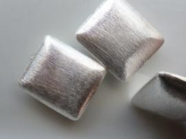 117465/3723- zwaar metalen kraal geborsteld rechthoek afgerond 25x22mm