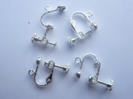 CH.143- 2 paar oorschroefjes met bevestigingsoogjes verzilverd