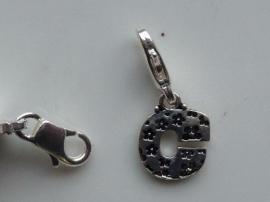 117467/1203- zwaar verzilverde metalen letter bedel C