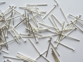 ruim 100 stuks nietstiften 16mm zilver