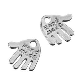 CH073Y.10- 10 stuks hangers/bedels handje met tekst `handmade` 13mm- ZEER LAGE PRIJS!