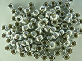 CH. K002 - ruim 100 stuks groot gat kralen kunststof 9 x 5.5 mm. zilver