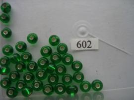 602- 8mm glazen rocailles zilverkern midden groen 15gr