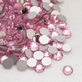 00636- 200 stuks glazen strass steentjes flatback 2mm SS6 light rose