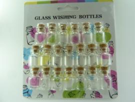 CH.H001 - 20 stuks glazen flesjes met kurk 22 x 15 mm.