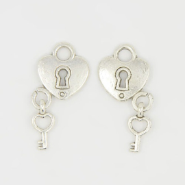 NA.16-  5 stuks metalen bedels hartje & sleutel 15mm zilver