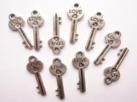 CH.317.10- 10 stuks bedels/hangers sleutels 25x10mm staalkleur SUPERLAGE PRIJS!