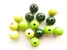 6032 420- 15 x houten kralen mix licht groen van 15mm