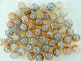 558 - Ruim 50 stuks glaskralen van 8 mm. gemarmerd bruin/grijs